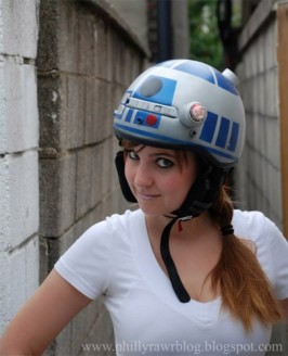r2_d2_bike_helmet_1-405x500