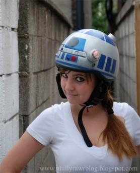 r2_d2_bike_helmet_1-405x500