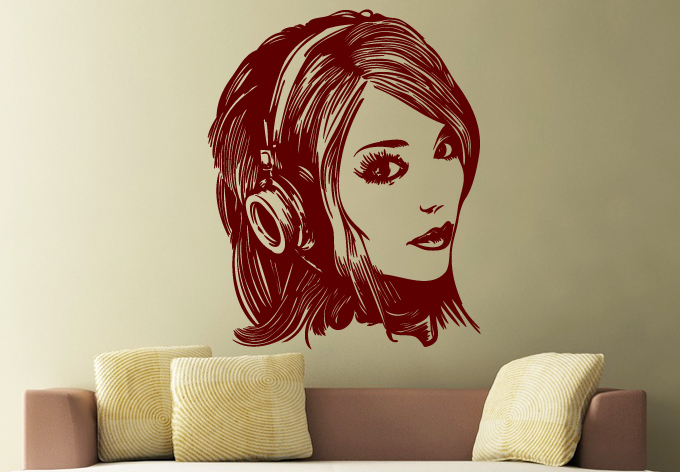 girl_with_headphones